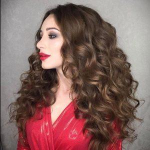 Объемная копна кудрявых волос